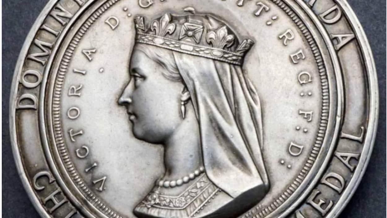 Une vieille pièce de monnaie de 1872 avec la reine Victoria dessus.