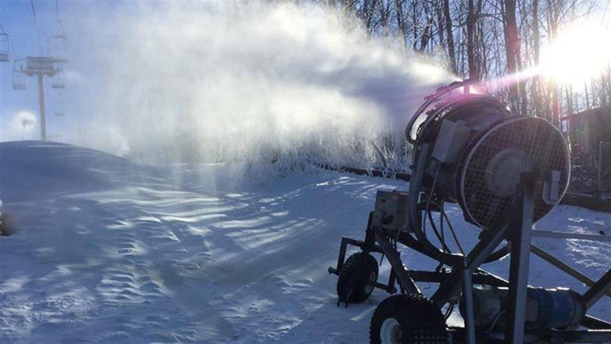 Un canon à neige à la station du Mont Gleason.