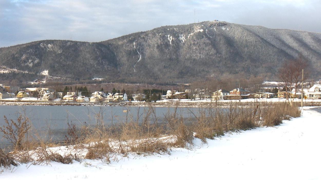 Le mont Saint-Joseph surplombe Carleton-sur-Mer.