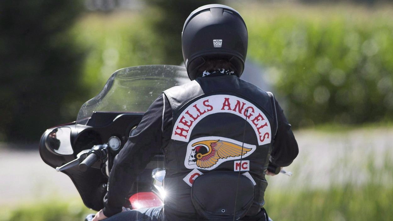 Un membre des Hells Angels à Saint-Charles-sur-Richelieu, Québec, le vendredi 10 août 2018.