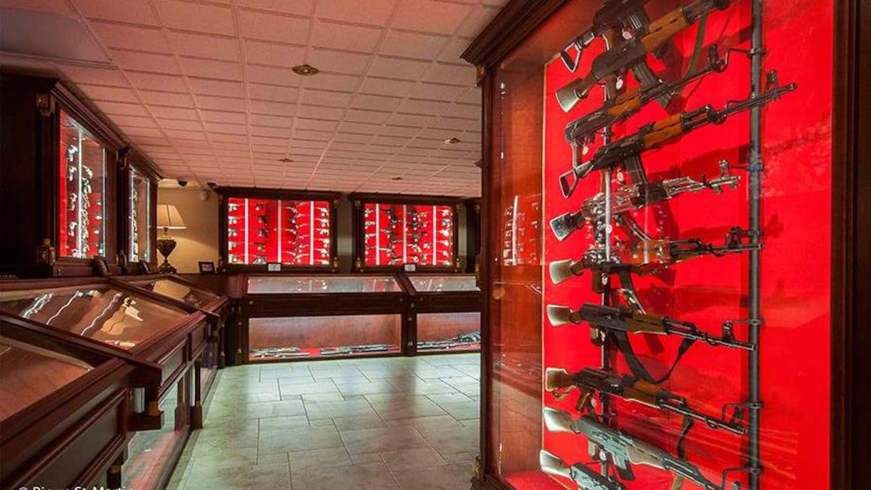 Des armes exposées au Musée canadien de l'arme et du bronze
