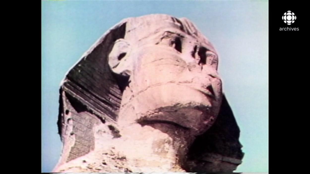 Vue rapprochée de la tête du Sphinx en Égypte.