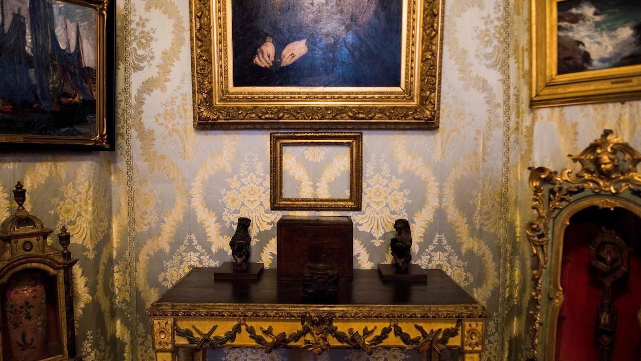 Des cadres vides ont été installés pour rappeler le vol des tableaux au musée Gardner.