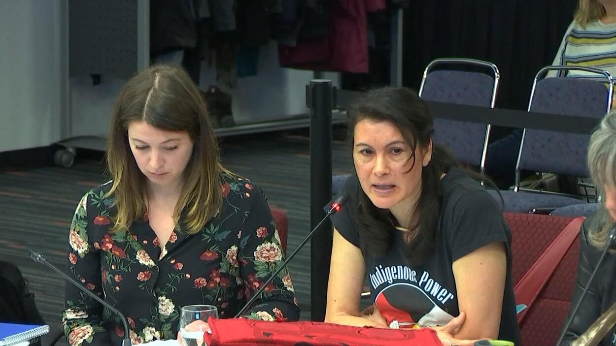 Allison Reid, coordonnatrice du Réseau, et Nakuset, directrice du Foyer pour femmes autochtones de Montréal