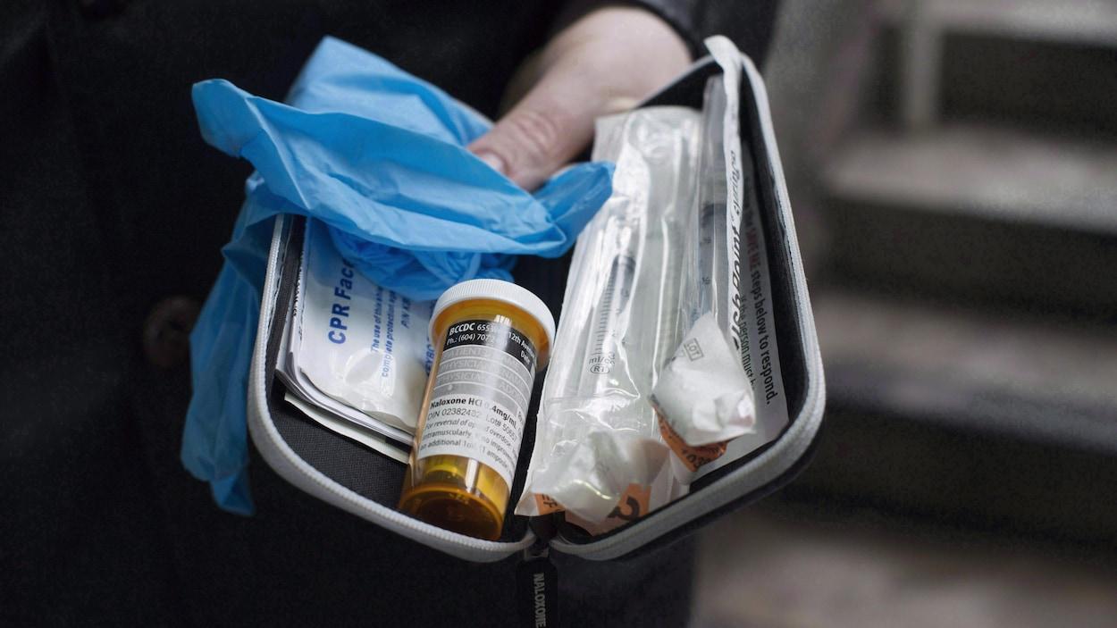 Une trousse de naloxone destinée à contrer la surdose d'opioïdes à Vancouver