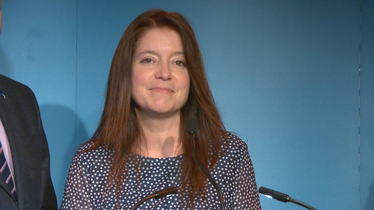 Nathalie Leclerc répond aux questions des journalistes à l'issue de l'annonce de sa candidature.