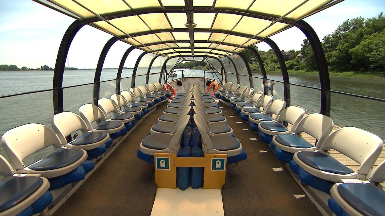 Plusieurs sièges sont disponibles à l'intérieur de la navette.