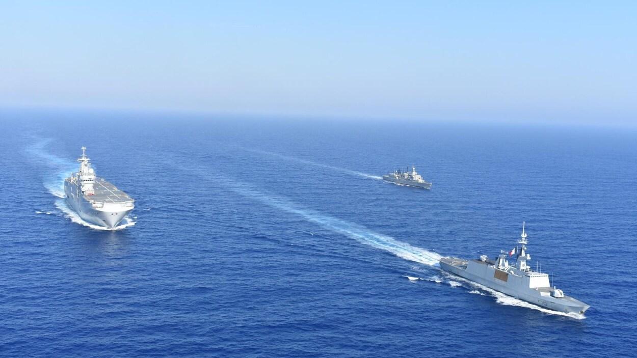Des navires français et grecs lors des manœuvres en Méditerranée orientale