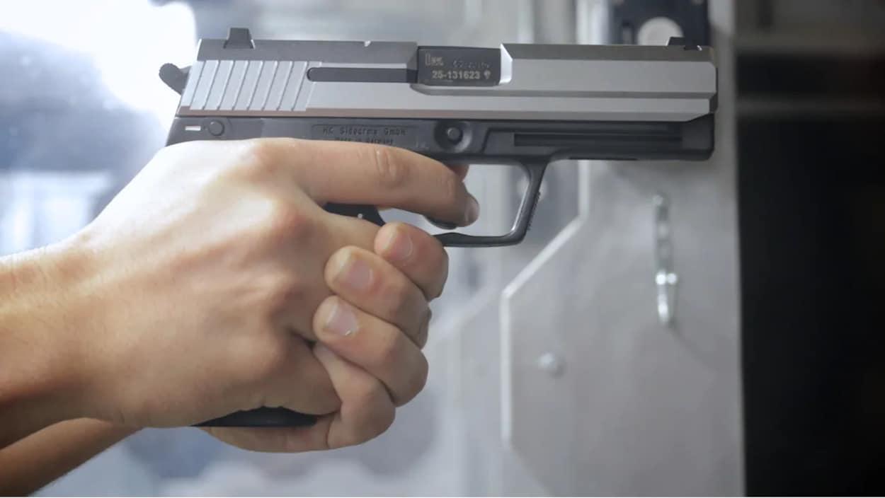 Des policiers estiment que les armes de poing sont particulièrement dangereuses, surtout dans les centres urbains.