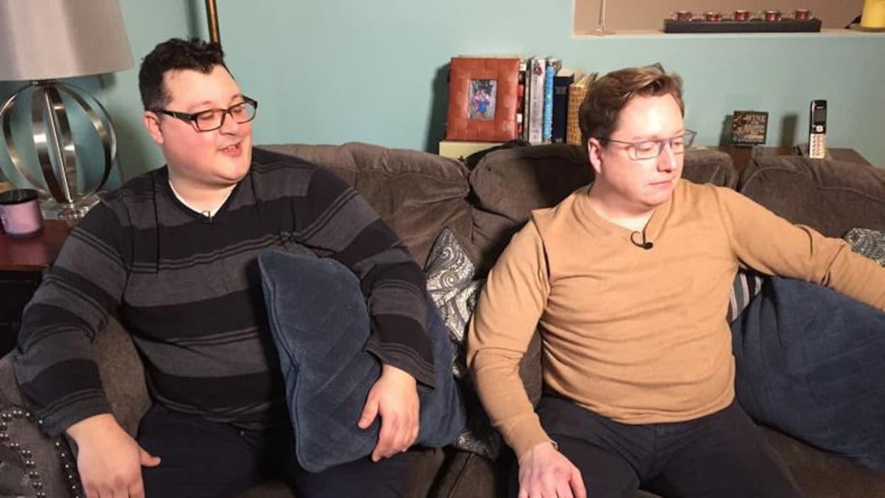 Nick Bonnar et Graham MacDonnell affirment que Service Canada doit mettre à jour ses formulaires.