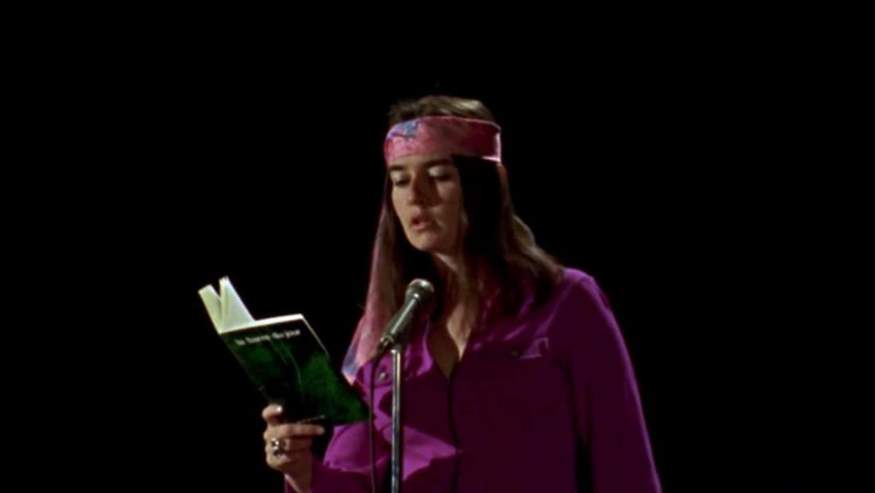 Nicole Brossard lors de la Nuit de la poésie le 27 mars 1970