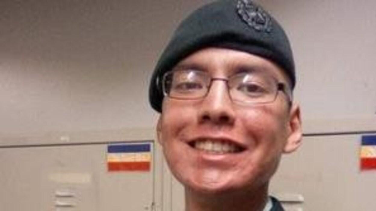 Le caporal Nolan Caribou  portant son uniforme est mort à la base des Forces canadiennes Shilo