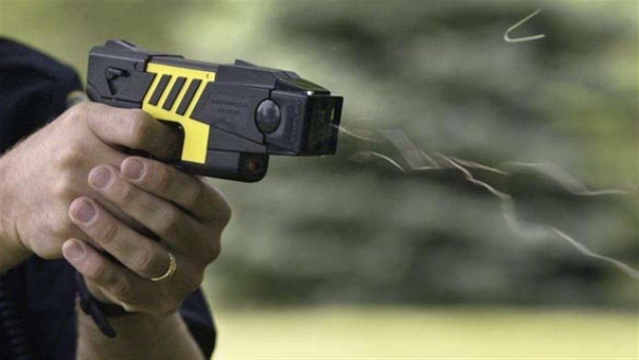 Pistolet à impulsion électrique.