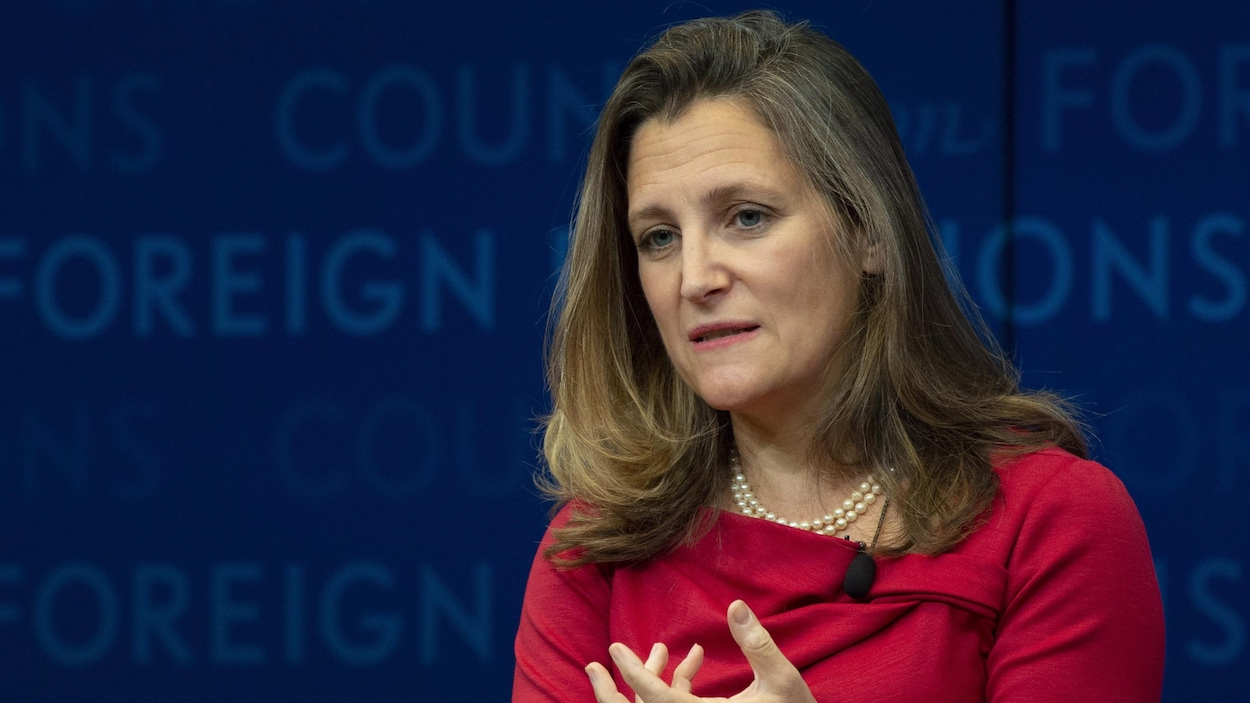 Un gros plan de Chrystia Freeland.