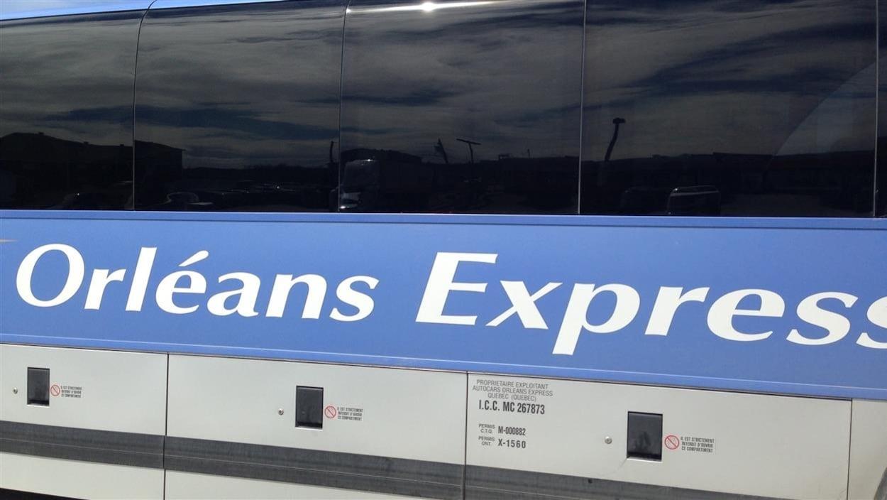 Logo d'Orléans Express sur un autobus