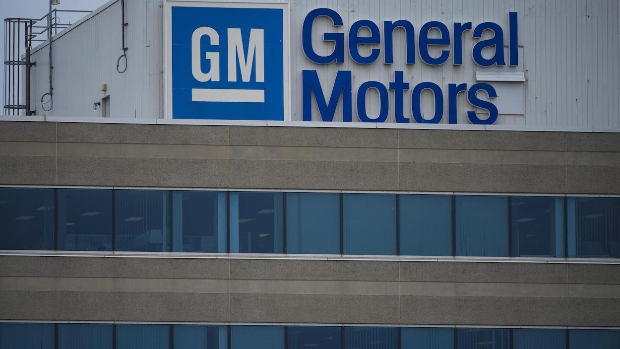 Enseigne GM sur un mur de l'usine du constructeur à Oshawa.
