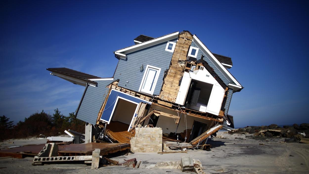 Les fortes marée de l'ouragan Sandy ont déplacé une maison de Mantoloking, au New Jersey.