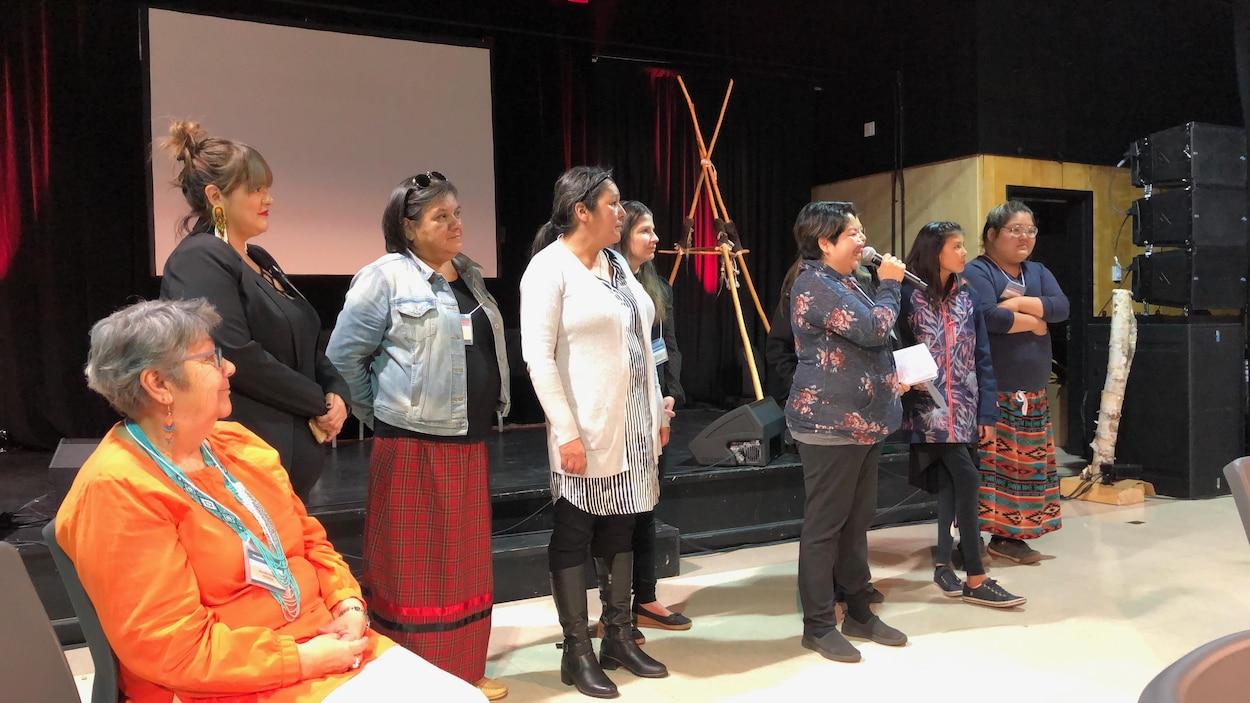 Présentation de la chanson Ninan tshitauassimuauat lors du colloque Pakatakan 2019
