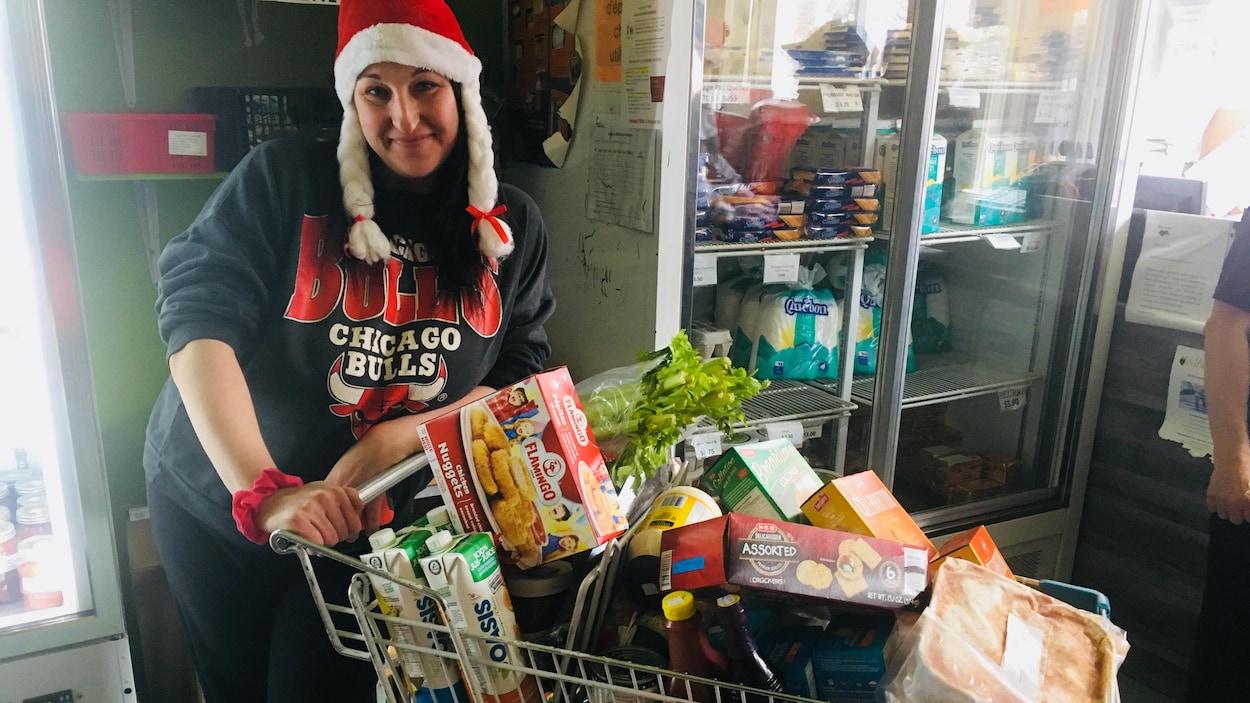 Le comptoir alimentaire Le Grenier a commencé à distribuer des paniers de Noël.