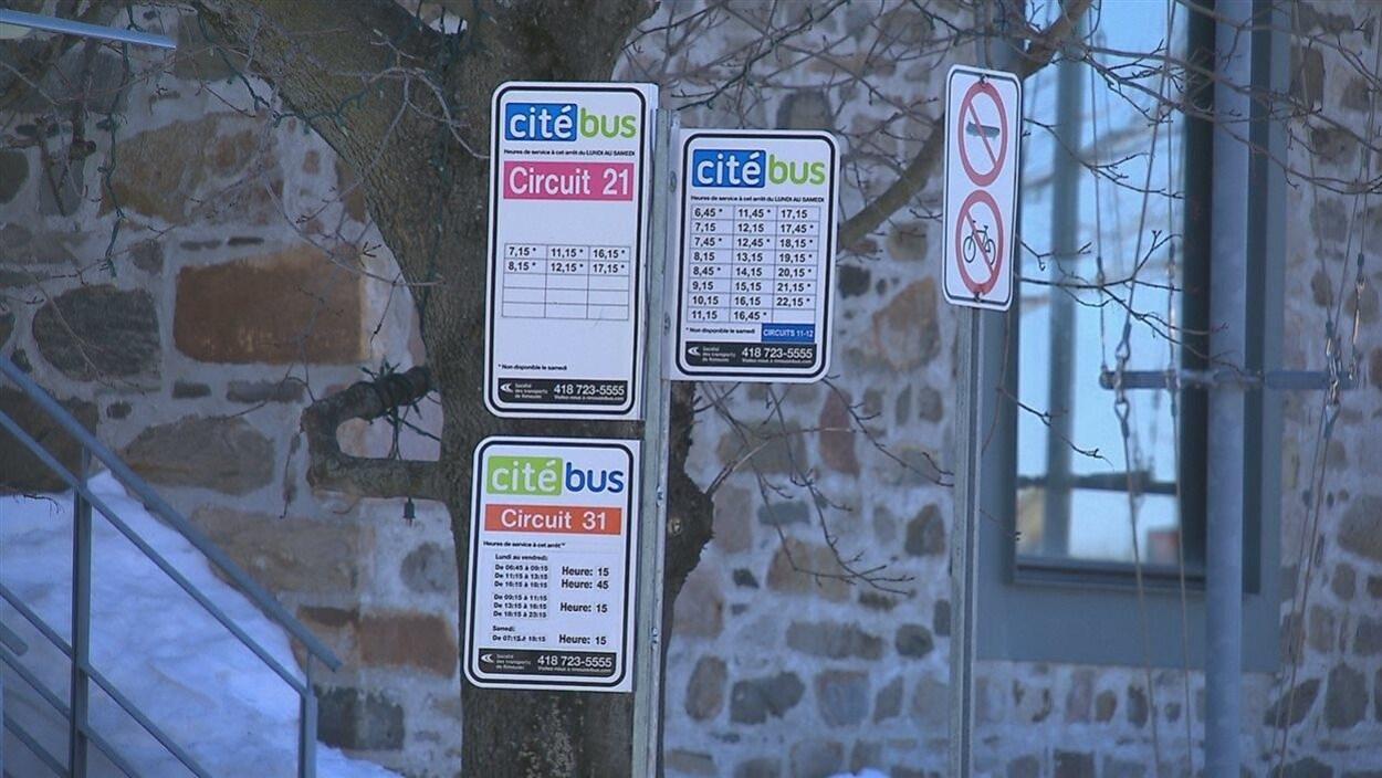 Des panneaux indicateurs du service Citébus de Rimouski.