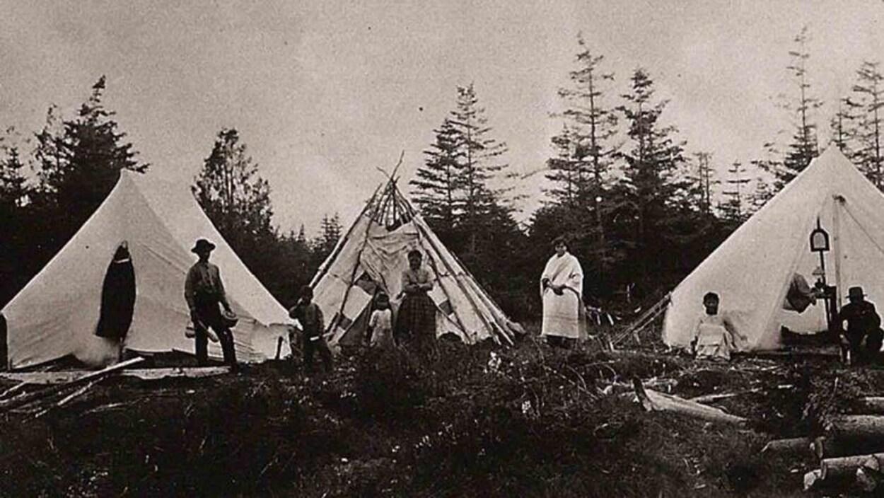 Une photo d'archives d'un campement de la nation passamaquoddy.
