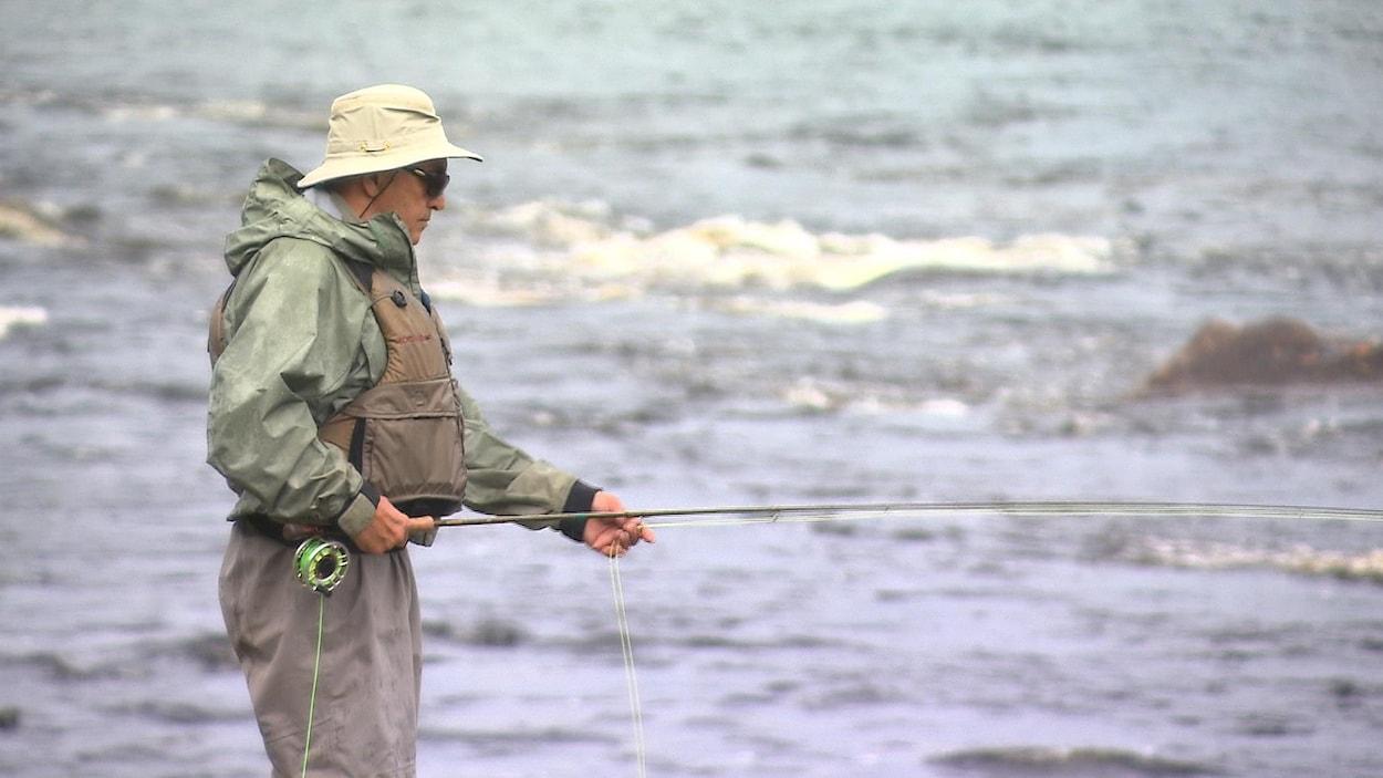 Un pêcheur de saumon.