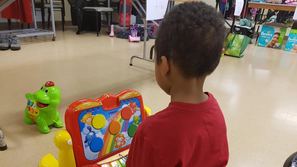 Un enfant dans un centre de pédiatrie
