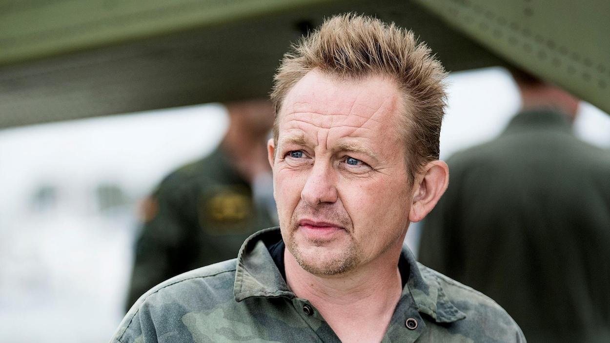 Peter Madsen pose en habit de camouflage.