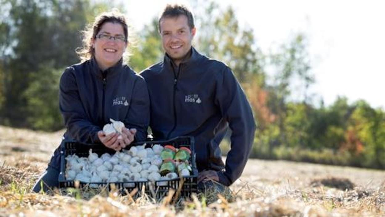 Marie-Pierre Dubeau et Sébastien Grandmont, propriétaires de la ferme Le Petit Mas.