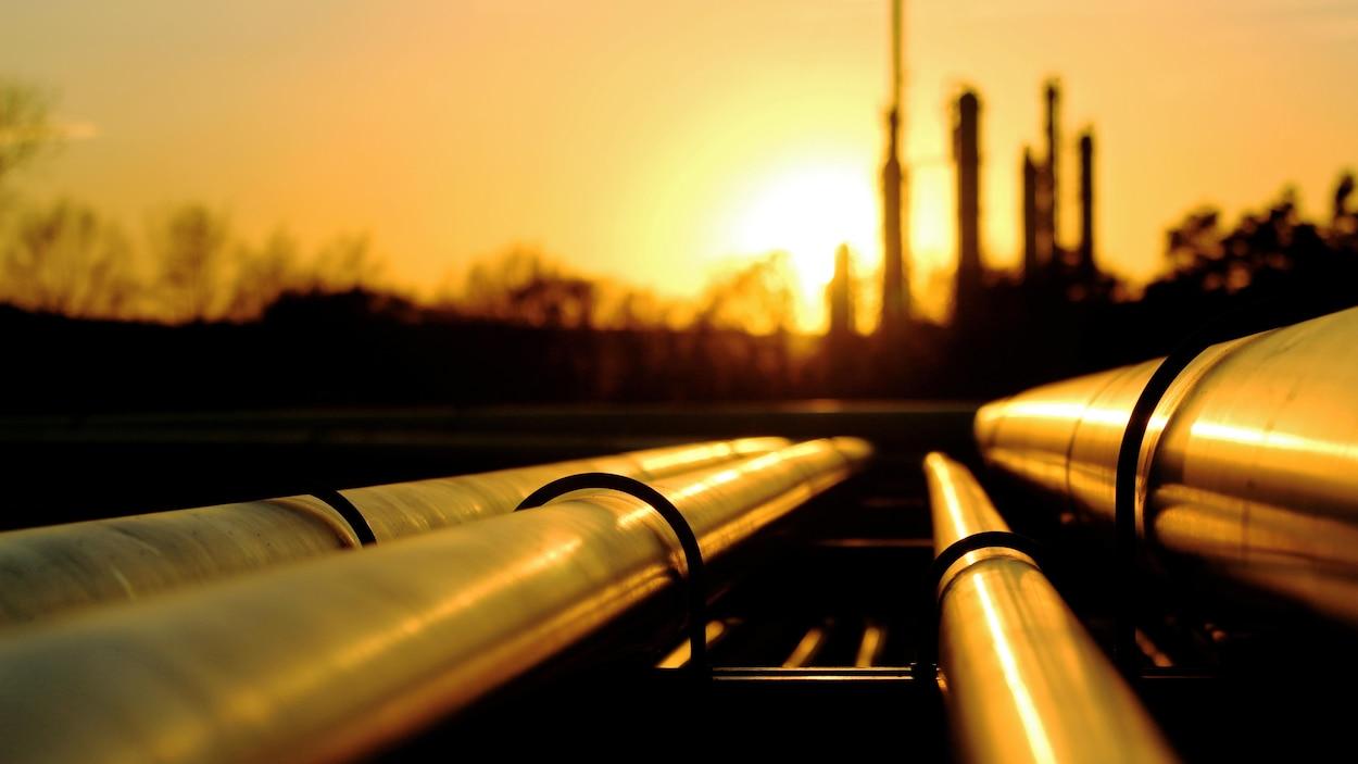 Le Canada a produit environ 3,6 millions de barils de pétrole par jour en 2016. 800 000 barils sont restés au pays, selon l'Office national de l'énergie.