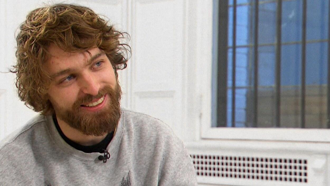 Philippe Brach en entrevue, tout sourire