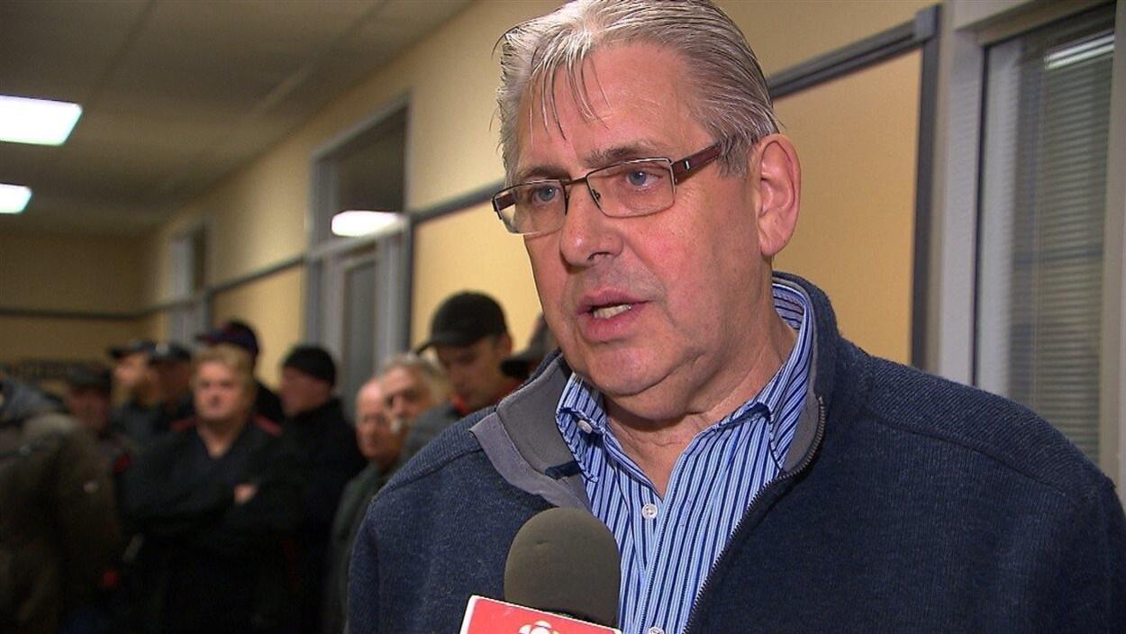 Pierre Cormier accorde une entrevue à Radio-Canada.