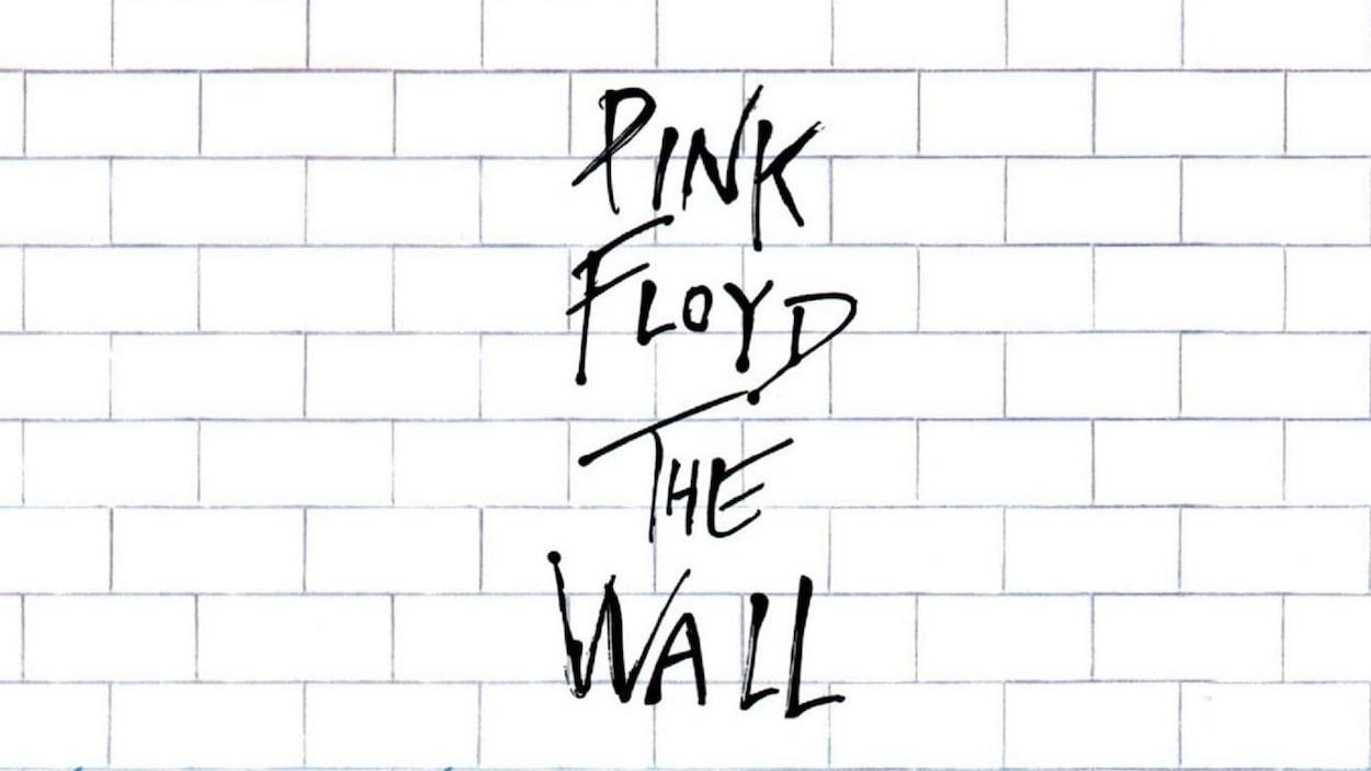 « Pink Floyd The Wall » inscrit en noir sur un dessin représentant un mur de briques blanches.