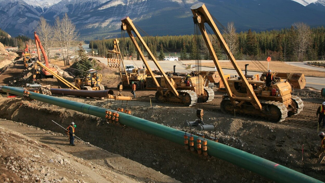 Construction d'un pipeline de Kinder Morgan dans le parc national de Jasper.