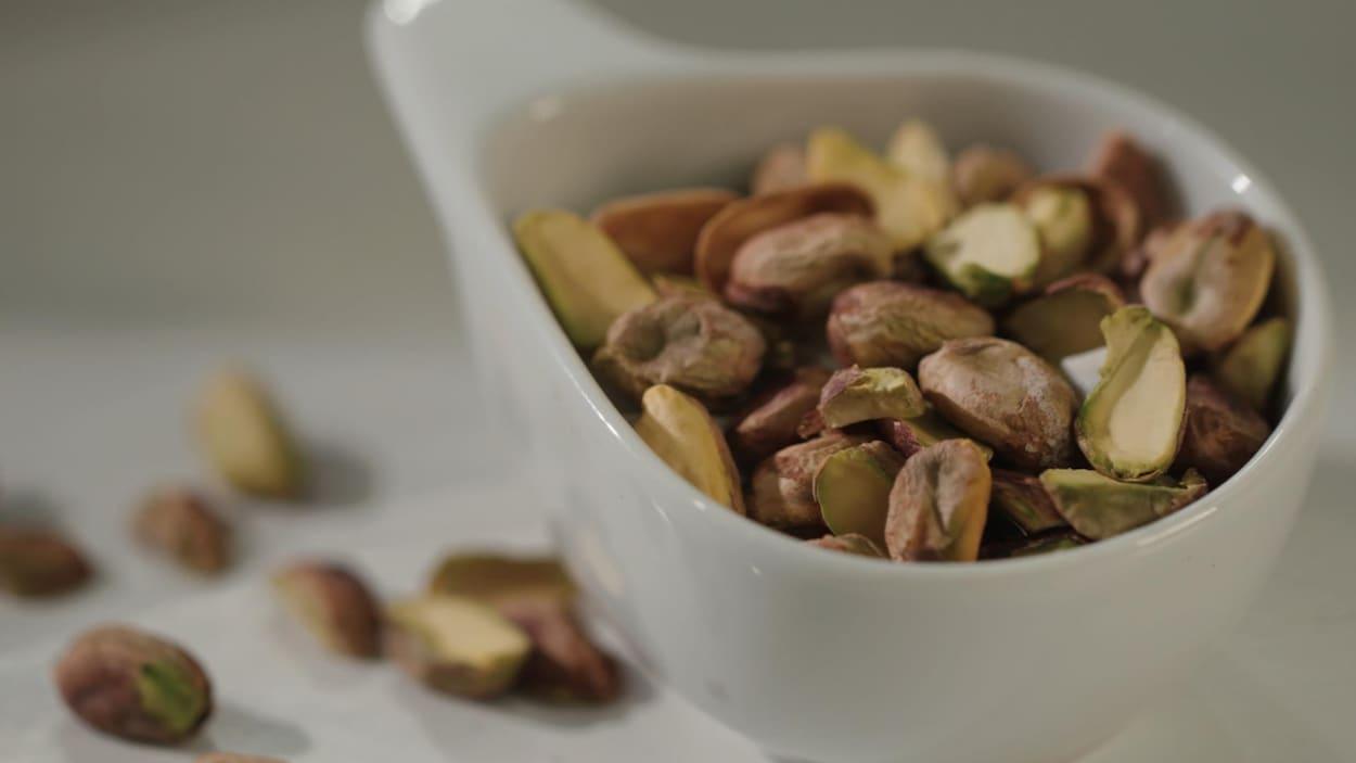 Des pistaches dans un bol
