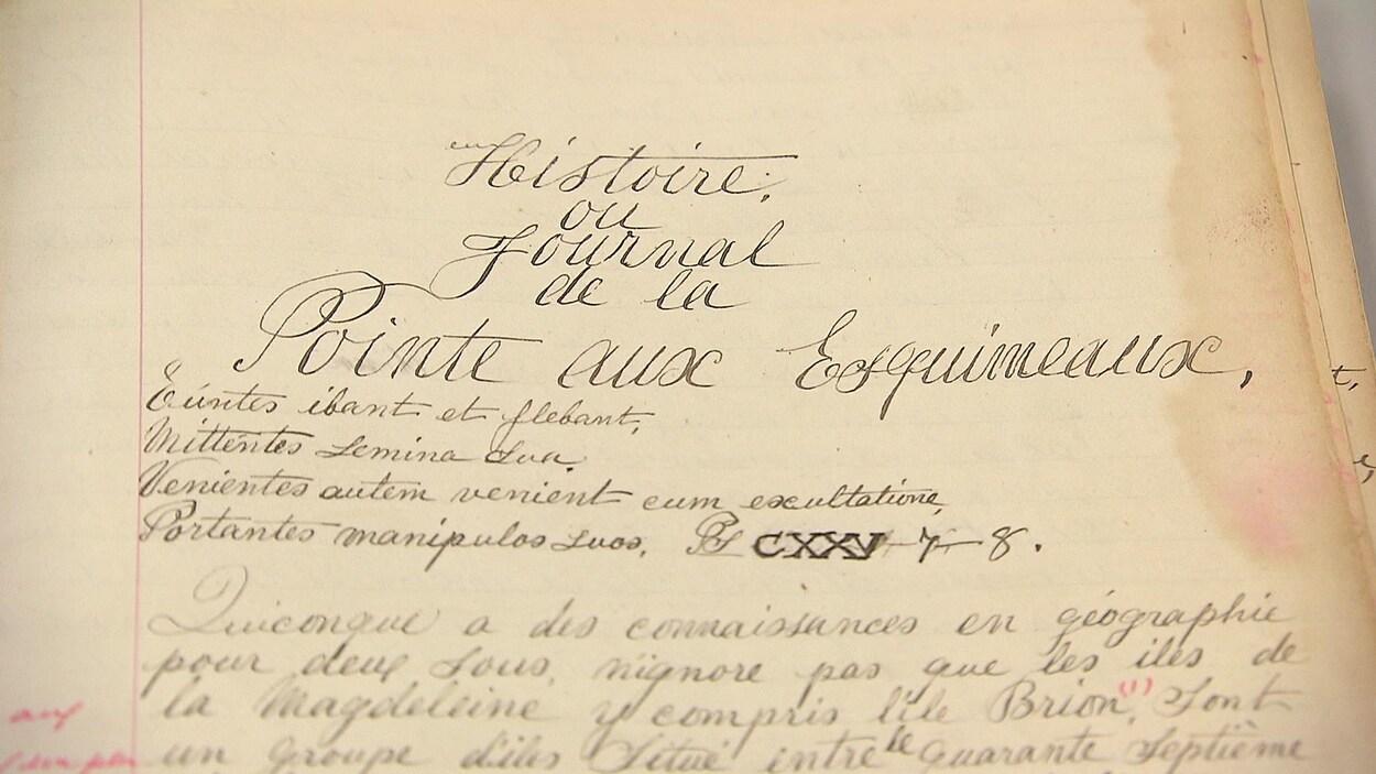Un papier d'archive de Placide Vigneau, ancien gardien du phare de l'Île des Perroquets, en Minganie