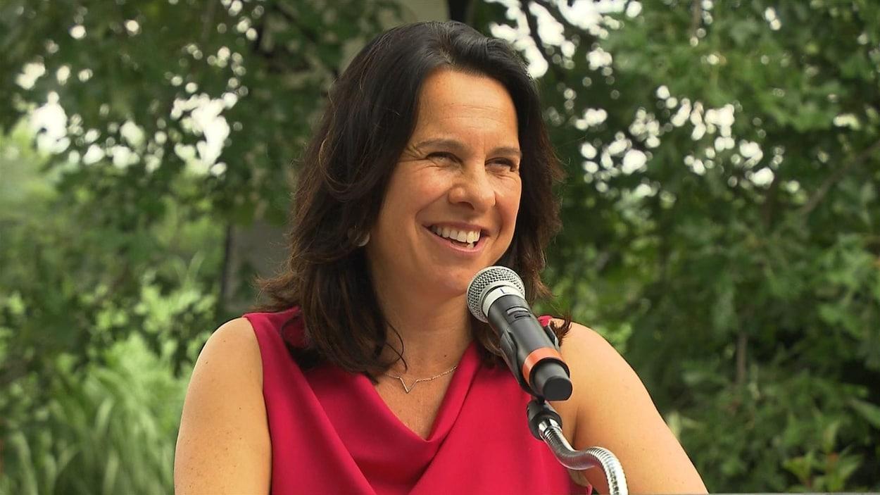 Gros plan de la mairesse de Montréal, Valérie Plante.