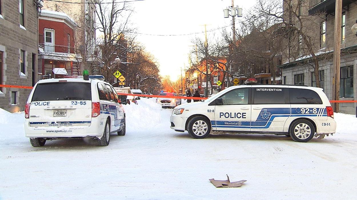 Des policiers sur les lieux d'une agression armée dans l'arrondissement de Mercier-Hochelaga-Maisonneuve, à Montréal