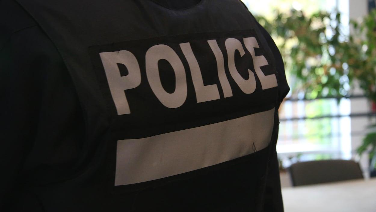 L'uniforme des agents du Service de police de la Ville de Montréal.