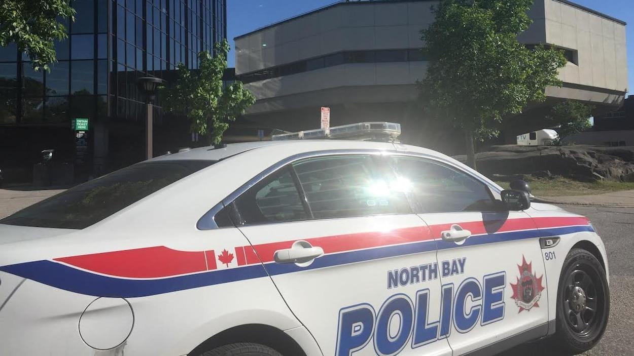 Une voiture du Service de police de North Bay.