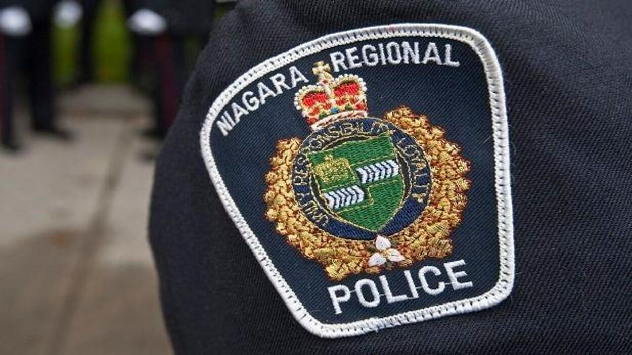 Un insigne de la Police régionale du Niagara