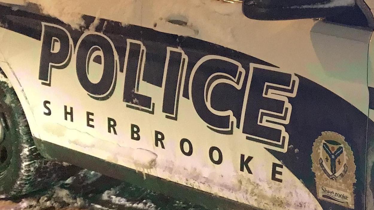 Une voiture du Service de police de Sherbrooke.