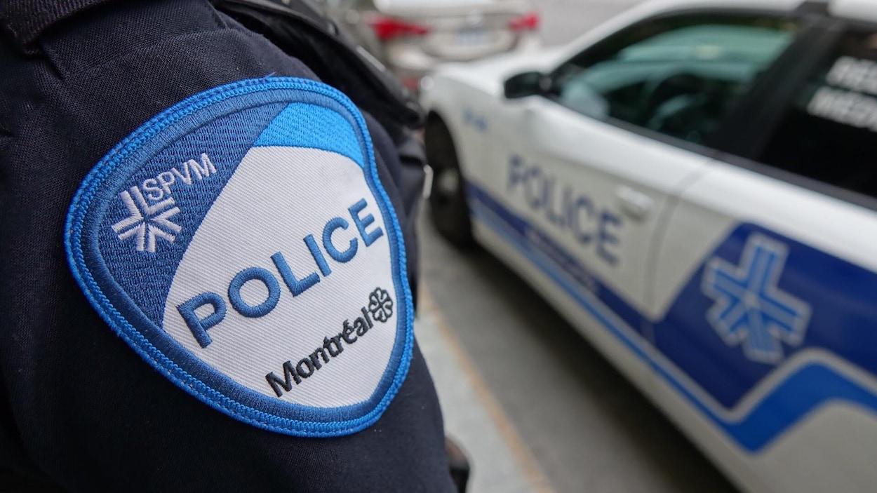 L'écusson sur l'uniforme du Service de police de la Ville de Montréal