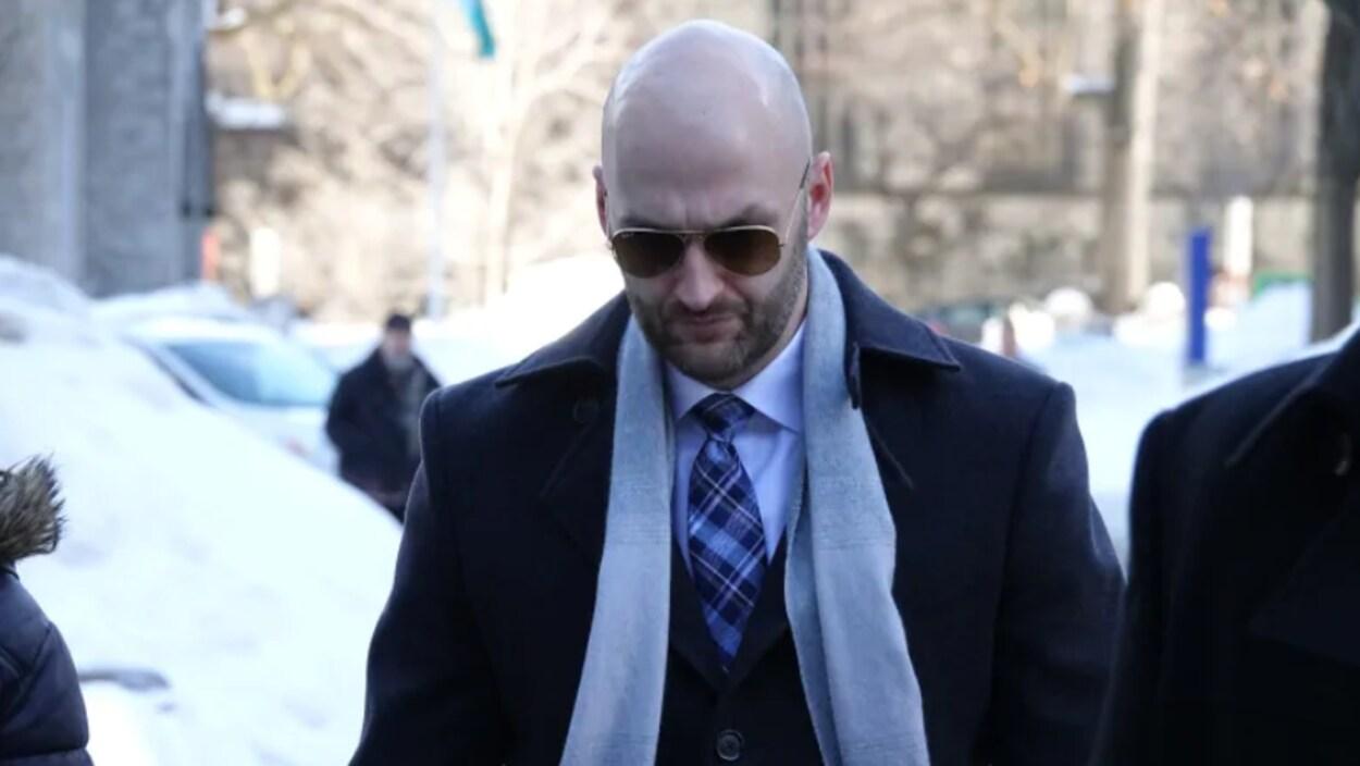 Daniel Montsion fait son entrée au palais de justice.