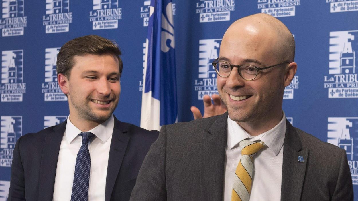 Le coporte-parole de Québec solidaire Gabriel Nadeau-Dubois et l'ancien chef d'Option nationale Sol Zanetti.