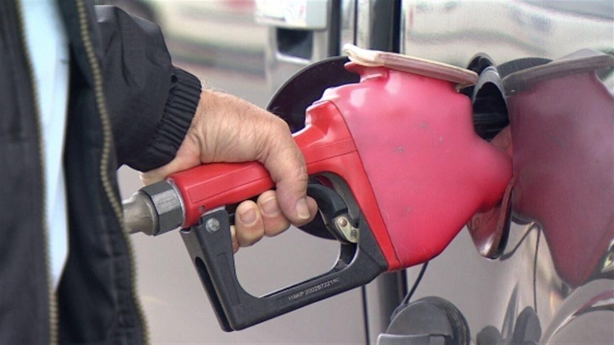 Dan McTeague, analyste qui surveille les prix de l'essence, estime que le prix de l'essence pourrait atteindre 2 $ par litre en Colombie-Britannique si l'Alberta réduit ses livraisons de pétrole.