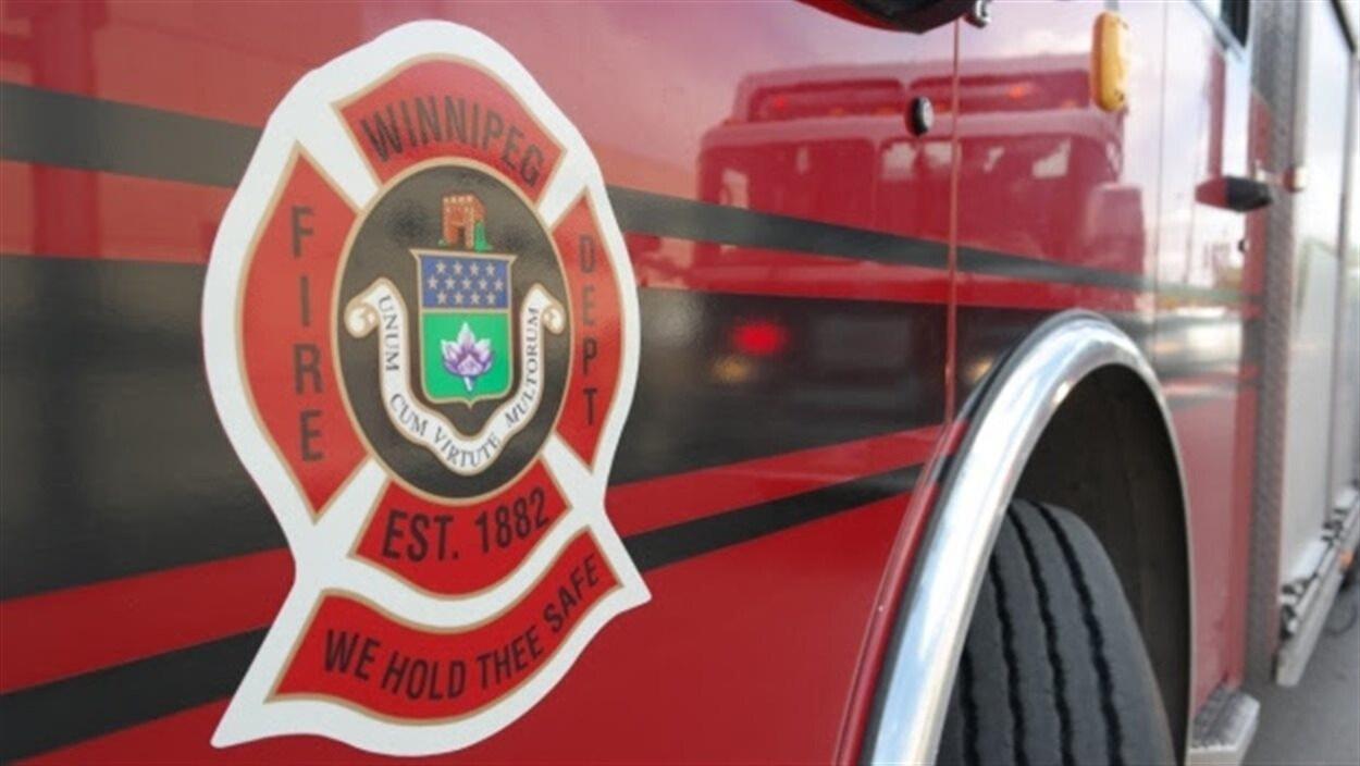 Logo du Service des incendies de Winnipeg sur un camion
