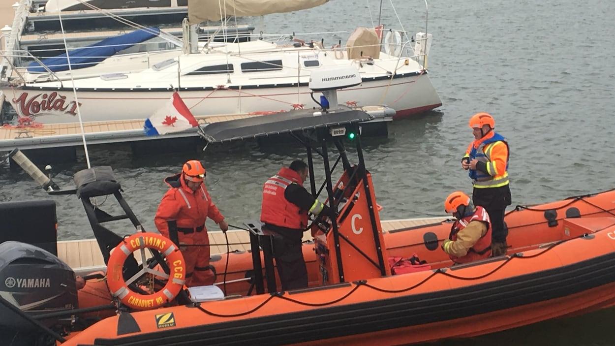 Une équipe de pompiers de Caraquet a reçu un appel d'urgence dimanche après-midi.