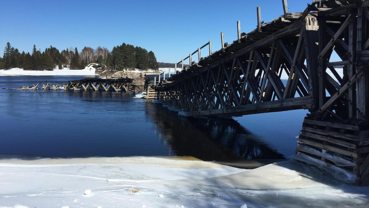 Le pont Grassy Narrow de Moffet, au Témiscamingue