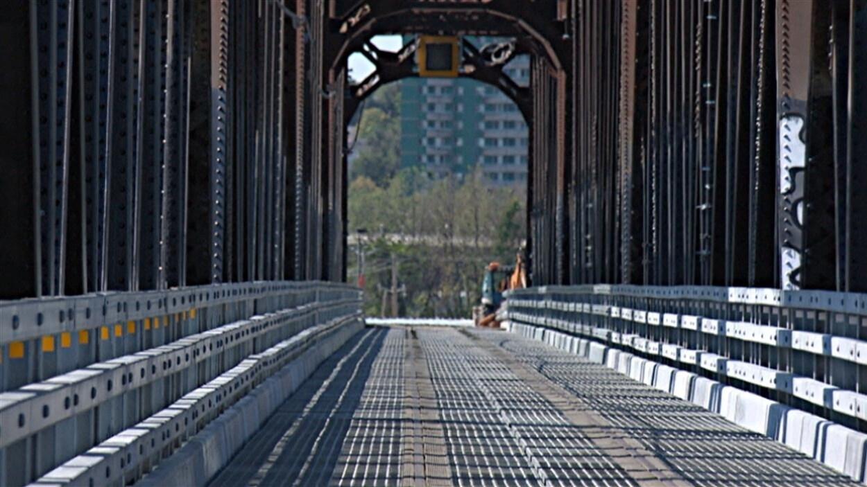 Le pont Noir dans le secteur de Gatineau.